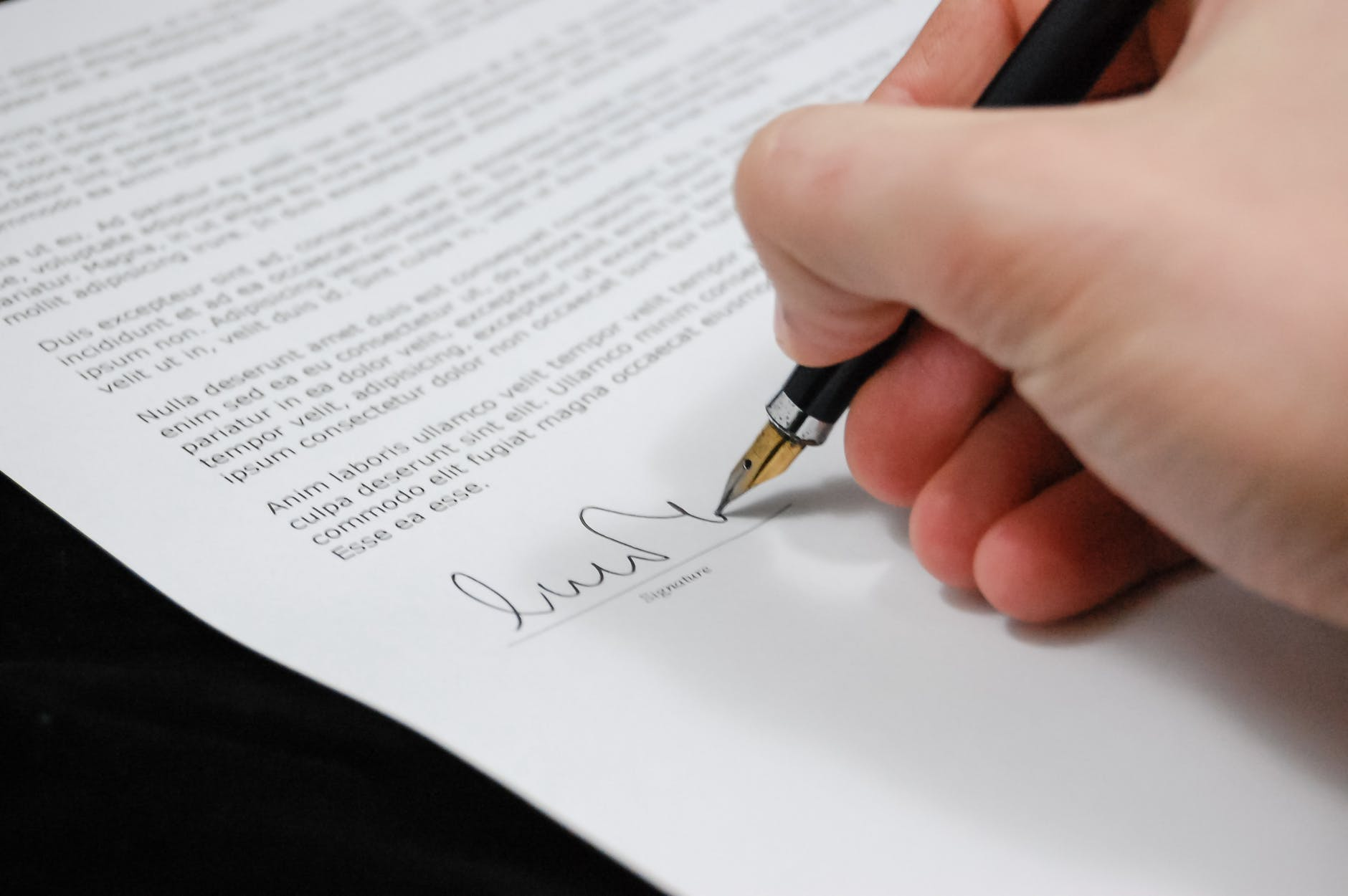 antes de firmar un contrato laboral